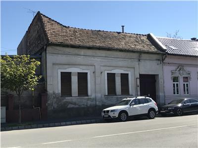 Casa de inchiriat in schimbul renovarii, ideal pentru birouri, sedii de firme