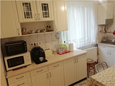 Apartament cu 3 camere de vanzare in Dambu!