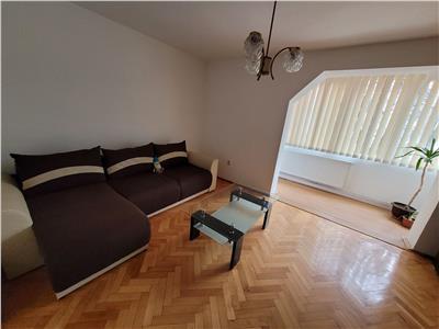 De inchiriat: apartament cu 3 camere, in cartierul Dambu!