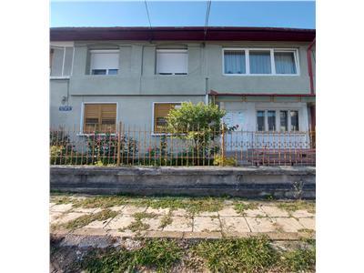 Aparatment / casa retro 2 camere de vanzare cu gradina si livada in Tarnaveni